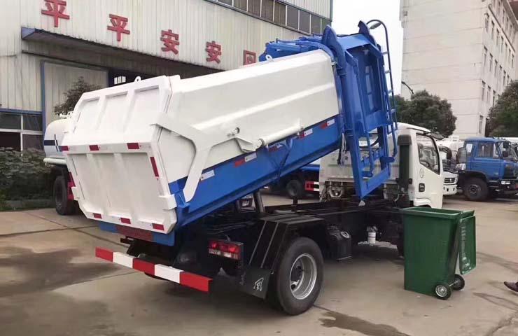 广东佛山市张总到垃圾车车间试车提车