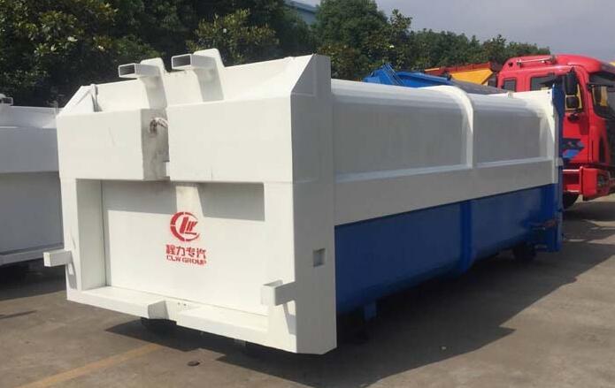 东风153拉臂式垃圾车配套压缩垃圾箱准备发往河北石家庄市