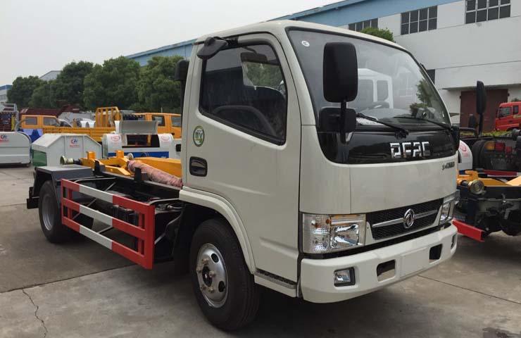 东风福瑞卡勾(钩)臂式垃圾车受到贵州贵阳市某公司领导人的一致认可
