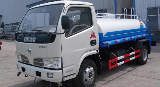 东风多利卡2吨(方)洒水车